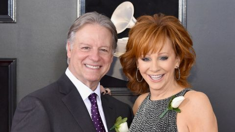 Reba McEntire Introduces New Boyfriend In Sweet Red Carpet Interview | Country Music Videos