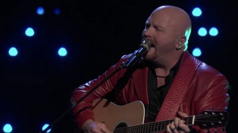 'Voice' Underdog Pulls Out All The Stops With Flawless Garth Brooks Cover | Country Music Videos