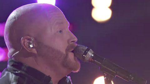 Pure Country Singer Pays Tribute To His Dad With First Live 'Voice' Performance Of The Season | Country Music Videos