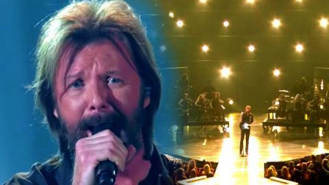 Ronnie Dunn – Bleed Red (Live ACM Awards) | Country Music Videos