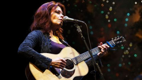 """Hear Rosanne Cash's Hauntingly Beautiful Rendition Of """"It Came Upon A Midnight Clear"""" 