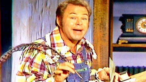 Roy Clark Spills The Beans On 'Hee Haw' | Country Music Videos