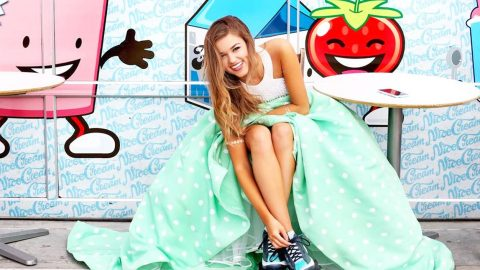 Sadie Robertson Takes Modeling Career To The Next Level! | Country Music Videos