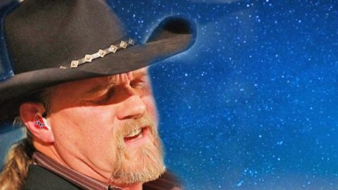 Trace Adkins – Silent Night (Disney Candlelight) (VIDEO) | Country Music Videos