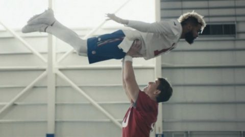 "NFL Players Recreate ""Dirty Dancing"" Scene In 2018 Super Bowl Commercial 