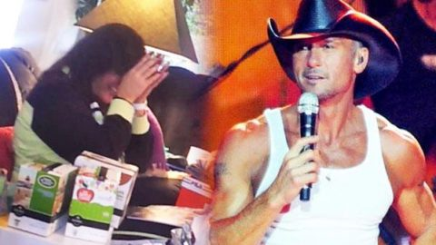 Tim McGraw Christmas Surprise – Mother Opening Her Christmas Gift (VIDEO) | Country Music Videos