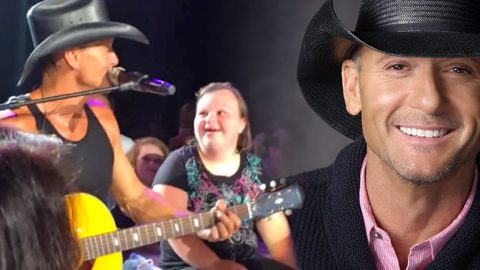 Tim McGraw Serenades Adorable Fan And Surprises Her With An Amazing Gift (VIDEO) | Country Music Videos