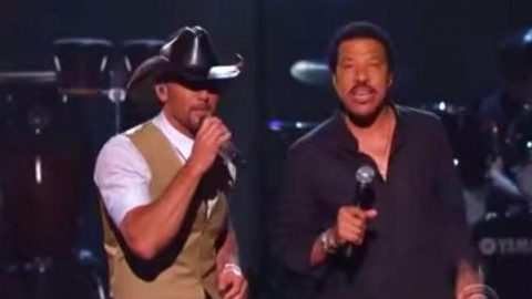 Tim McGraw and Lionel Richie – Sail On | Country Music Videos