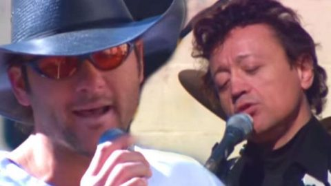 Tim McGraw and Mark Collie – Sing Me Back Home (LIVE) (VIDEO) | Country Music Videos