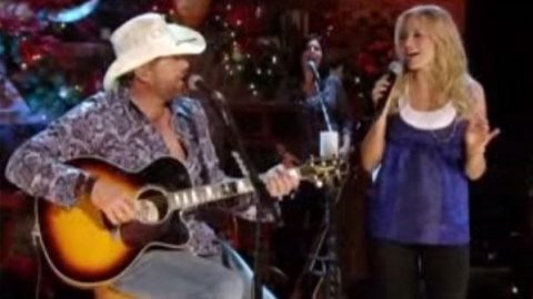 Toby Keith and Jewel – Go Tell It On the Mountain (Live) (WATCH) | Country Music Videos