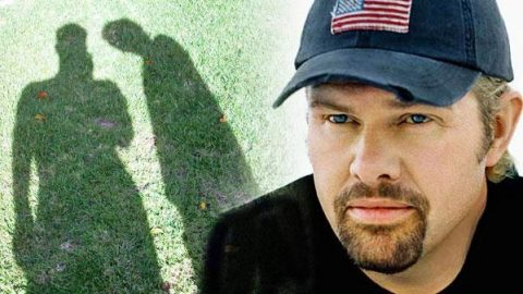 Toby Keith – Strangers Again (WATCH) | Country Music Videos
