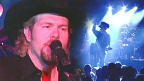 Toby Keith – Country Comes To Town (Live) (VIDEO)   Country Music Videos