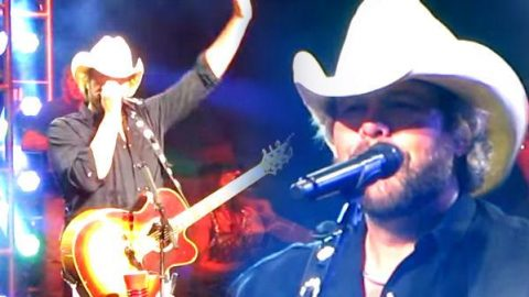Toby Keith – Drinks After Work (Live) | Country Music Videos