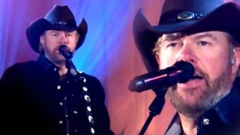 Toby Keith – Hope On The Rocks (Live – Craig Ferguson Show) | Country Music Videos