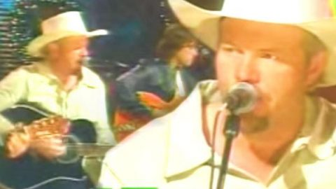 Toby Keith – Hot Rod Sleigh (VIDEO) | Country Music Videos