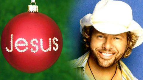 Toby Keith – Jesus Gets Jealous Of Santa Claus | Country Music Videos