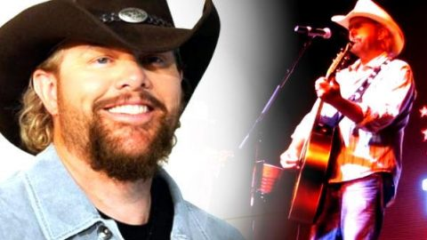 Toby Keith – Nights I Can't Remember, Friends I'll Never Forget (Live) | Country Music Videos