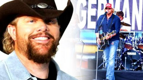 Toby Keith – Stays In Mexico (Live) (WATCH)   Country Music Videos