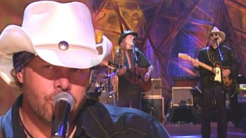 Toby Keith, Willie Nelson and Merle Haggard – Pancho And Lefty | Country Music Videos