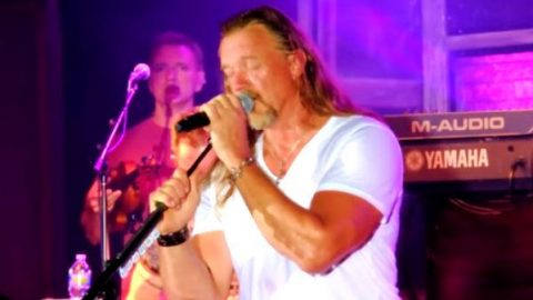Trace Adkins – I Can't Make You Love Me (Live) (VIDEO)   Country Music Videos