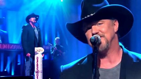 Trace Adkins – Just Fishin' (Live at the Grand Ole Opry) (VIDEO) | Country Music Videos