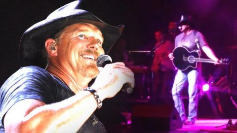 Trace Adkins – Love Buzz (Live) | Country Music Videos