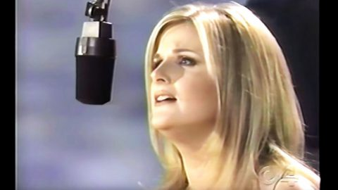 Trisha Yearwood Leaves Crowd In Tears With 'How Do I Live' Power Ballad | Country Music Videos