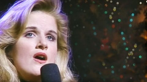 Trisha Yearwood's Heavenly 'Sweet Little Jesus Boy' Will Bring You To Tears | Country Music Videos