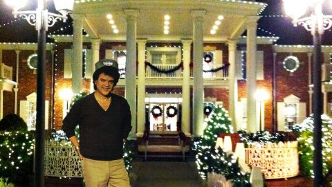 Video Captures The Holiday Spirit Of Conway's Twitty City At Christmas | Country Music Videos