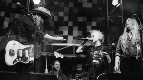 Chris Stapleton Invites 8-Year-Old Fan On Stage To Sing 'Tennessee Whiskey' | Country Music Videos