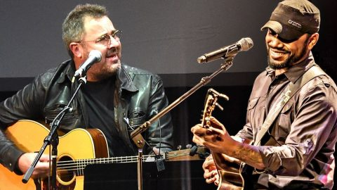 Vince Gill Calls Out Tony Jackson Mid-Concert To Sing Tribute To Conway Twitty | Country Music Videos
