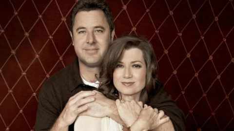 Hear Vince Gill & Amy Grant Sing 'Tennessee Christmas' Years Before Getting Married | Country Music Videos