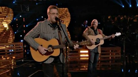 Vince Gill Joins 'Voice' Finalist For Show-Stopping Performance | Country Music Videos