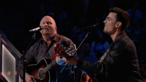 Team Blake Hits Battle Round With Dance-Worthy Cover of 'Fishin' In The Dark' | Country Music Videos
