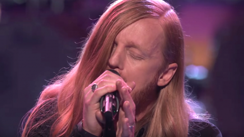 'Voice' Contestant Gives Miley Cyrus A Run For Her Money With Heartfelt 'The Climb' | Country Music Videos