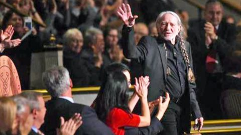 Willie Nelson Gives Timeless Performance After Receiving Prestigious Gershwin Award | Country Music Videos