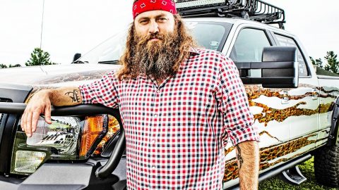 Willie Robertson Admits Hunting Makes Him Feel Closer To God | Country Music Videos