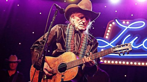 84-Year-Old Willie Nelson Kicks The Flu's Ass In New Photo | Country Music Videos