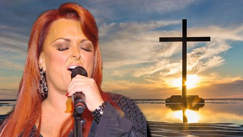 "Wynonna Judd Stuns With Passionate Rendition Of ""I Can Only Imagine"" 