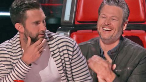 Adam Levine Hysterically Commentates On Battle Between Gwen and Blake | Country Music Videos