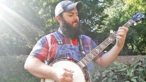 Banjo Player Performs 'The Star-Spangled Banner' In Memory Of Las Vegas Shooting Victims | Country Music Videos