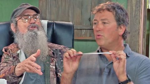 What Happens When Alan AKA 'The Beardless Brother' Is Put In Charge At Duck Commander?   Country Music Videos