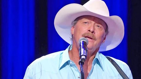 Teary-Eyed Alan Jackson Delivers Tender Performance Of 'Remember When' At The Opry | Country Music Videos