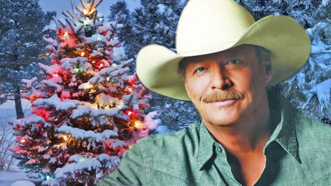 Alan Jackson Christmas.Alan Jackson Brings Wife And Daughters On Stage For Special