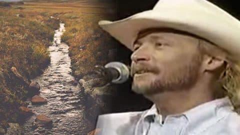 Alan Jackson – Chattahoochee (LIVE) | Country Music Videos