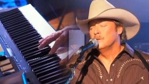 Alan Jackson – Every Now and Then [Live] | Country Music Videos