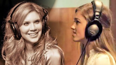 Sadie Robertson's Heavenly 'Away In A Manger' Duet With Alison Krauss   Country Music Videos