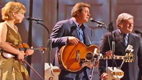 Vince Gill & Fellow Country Stars Singing 'Go Rest High' Will Leave You Weeping | Country Music Videos