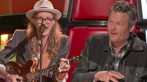 Soulful Rocker's 'She Talks To Angels' Throws Blake & Adam Into Fight For His Attention | Country Music Videos