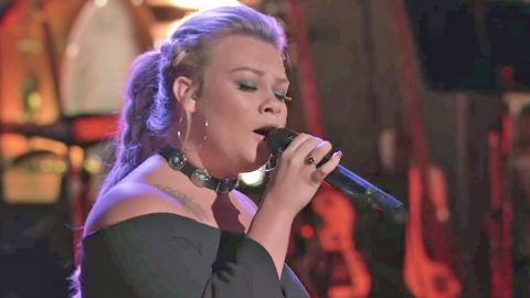 Country Singer Displays Overwhelming Power In Exceptional Gretchen Wilson Cover On 'The Voice' | Country Music Videos